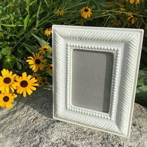 "NWT Antique White Ceramic 4"" by 6"" Frame"